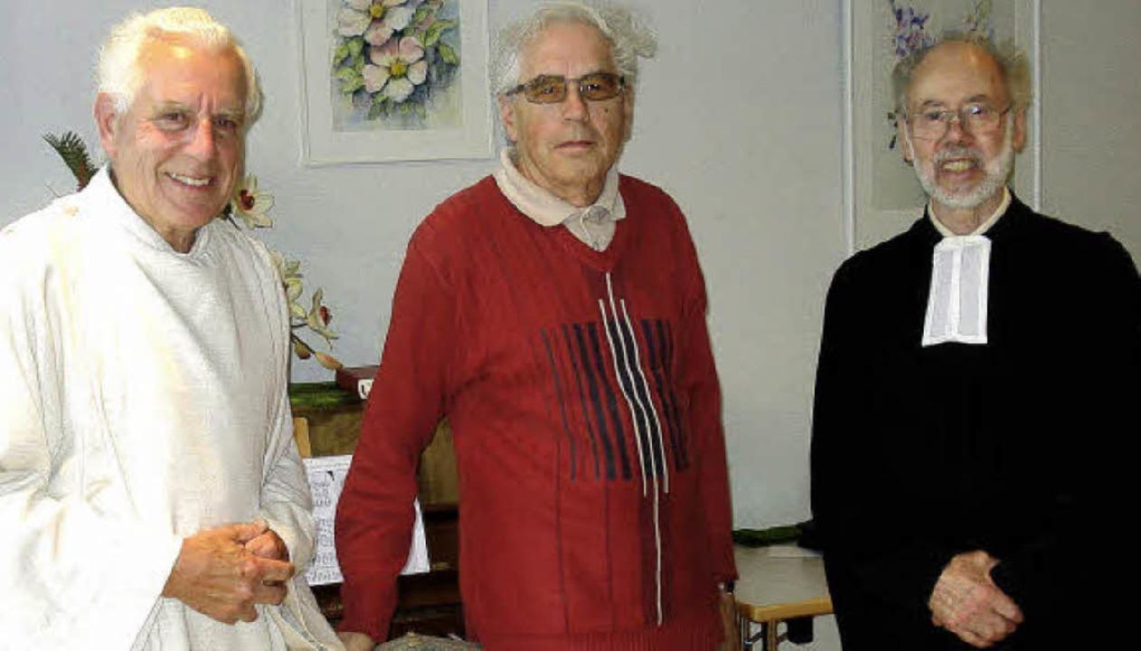 Kurt Ruf (links) und Enno Maier dankten Siegfried Moergelin.    Foto: Steineck