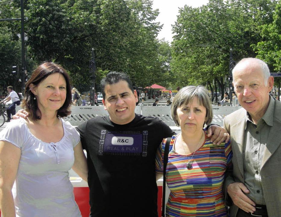 Unter den Linden:  (von links)  Gabi P...ne Gyurakovics und Karlheinz Stanzick     Foto: Constance Frey