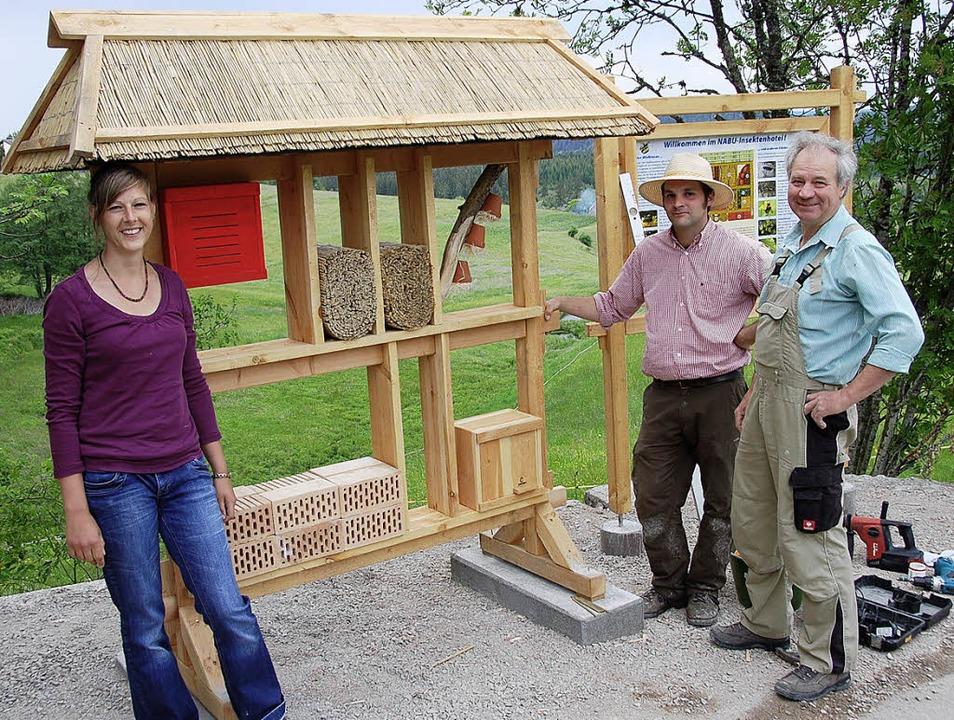 Claudia Nothhelfer, Sebastion Herb und...nen-Lehrpfad in Holzschlag aufgebaut.   | Foto: jul