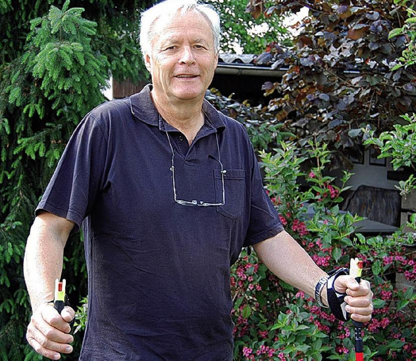 Heinz Henninger bietet für Senioren Nordic Walking im Treffpunkt Gambrinus an.     Foto: Marius Jaeger