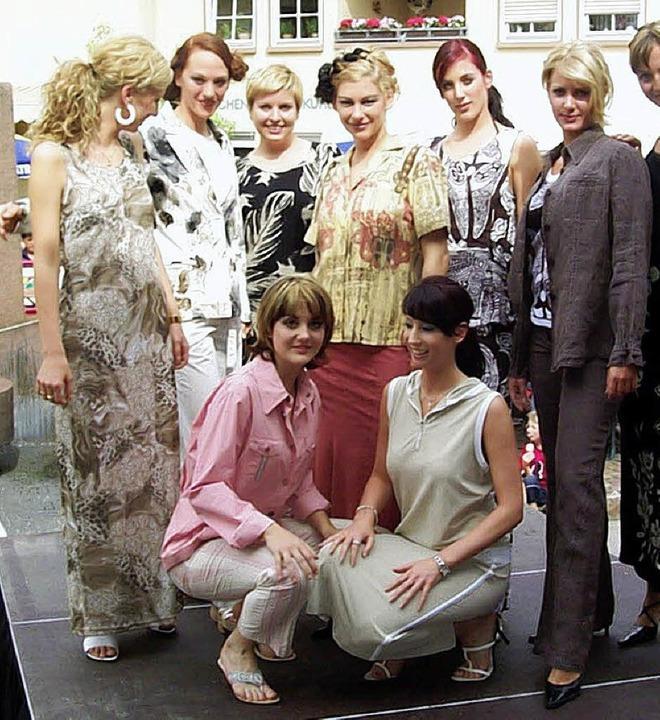 Schönheiten, Show und Shopping: Die Mo...st 2004 zogen manchen Blick auf sich.   | Foto: Walter Sautter