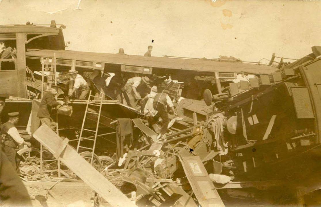 Vor 100 Jahren, am 17. Juli 1911,  ent...alfen damals beim Bergen der Trümmer.   | Foto: Fotos: Markgräfler Museum