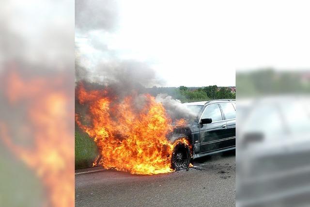 Auto brennt auf der B 31