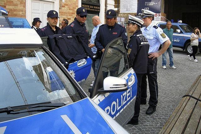 Mit dem Polizeiwagen nach Senigallia gefahren