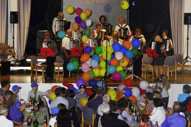 Viele bunte Luftballons als Lohn