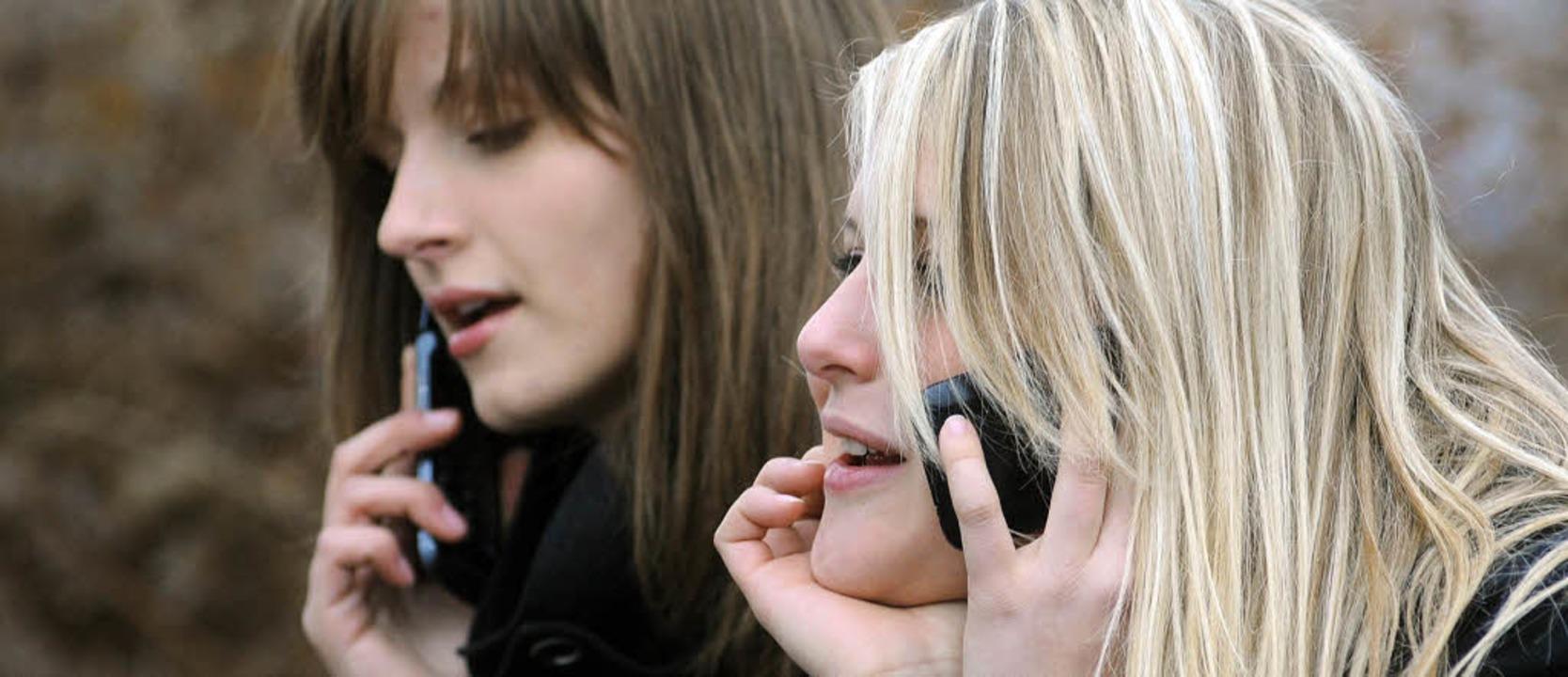 Freisprechanlage und SMS statt stunden...sation wegen der Handy-Strahlung rät.   | Foto: dpa