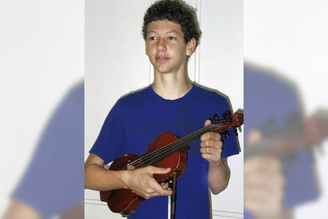 Vier junge Streicher spielen im Norden auf