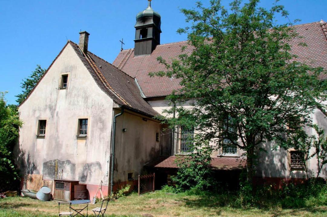 Die Fassade der Berghauser Kapelle wur...in 1950er Jahre Aussehen zu verleihen.  | Foto: Silvia FAller