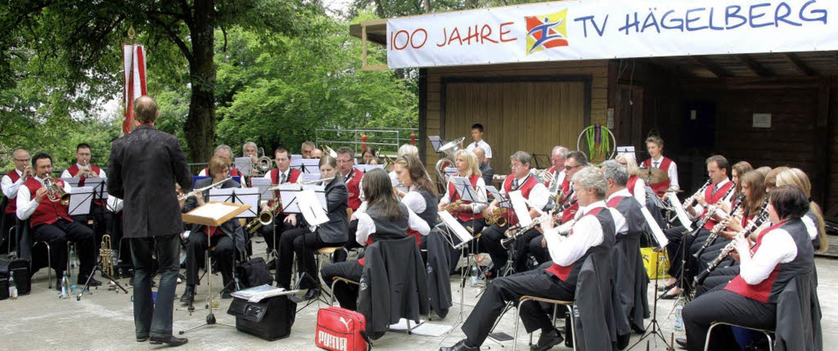 Regen Anklang fand das Jubiläumsfest &...mit seinen musikalischen Darbietungen.  | Foto: Heiner Fabry