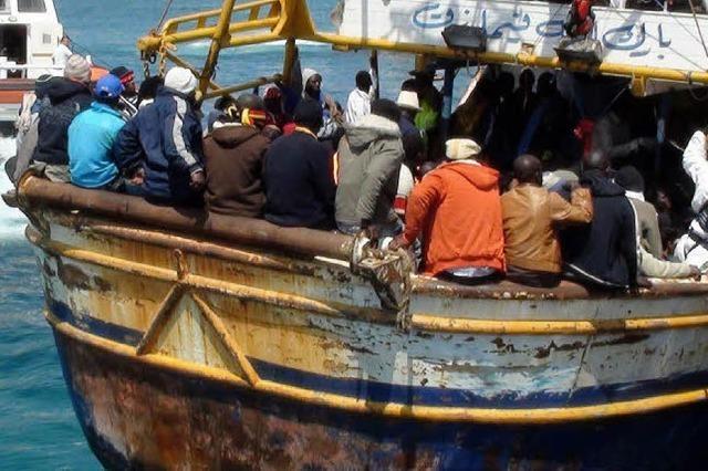 Flüchtlingstragödie vor der Küste, neue Angriffe in Libyen