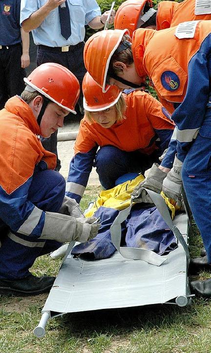 Die jungen Feuerwehrleute zeigten, was sie alles gelernt haben.  | Foto: Brigitte Chymo