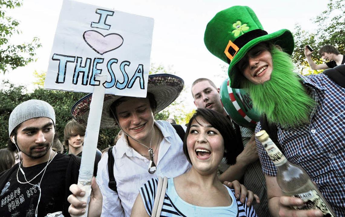 Schlugen über die Stränge: die uneingeladenen Feierwütigen auf Thessas Party  | Foto: DPA