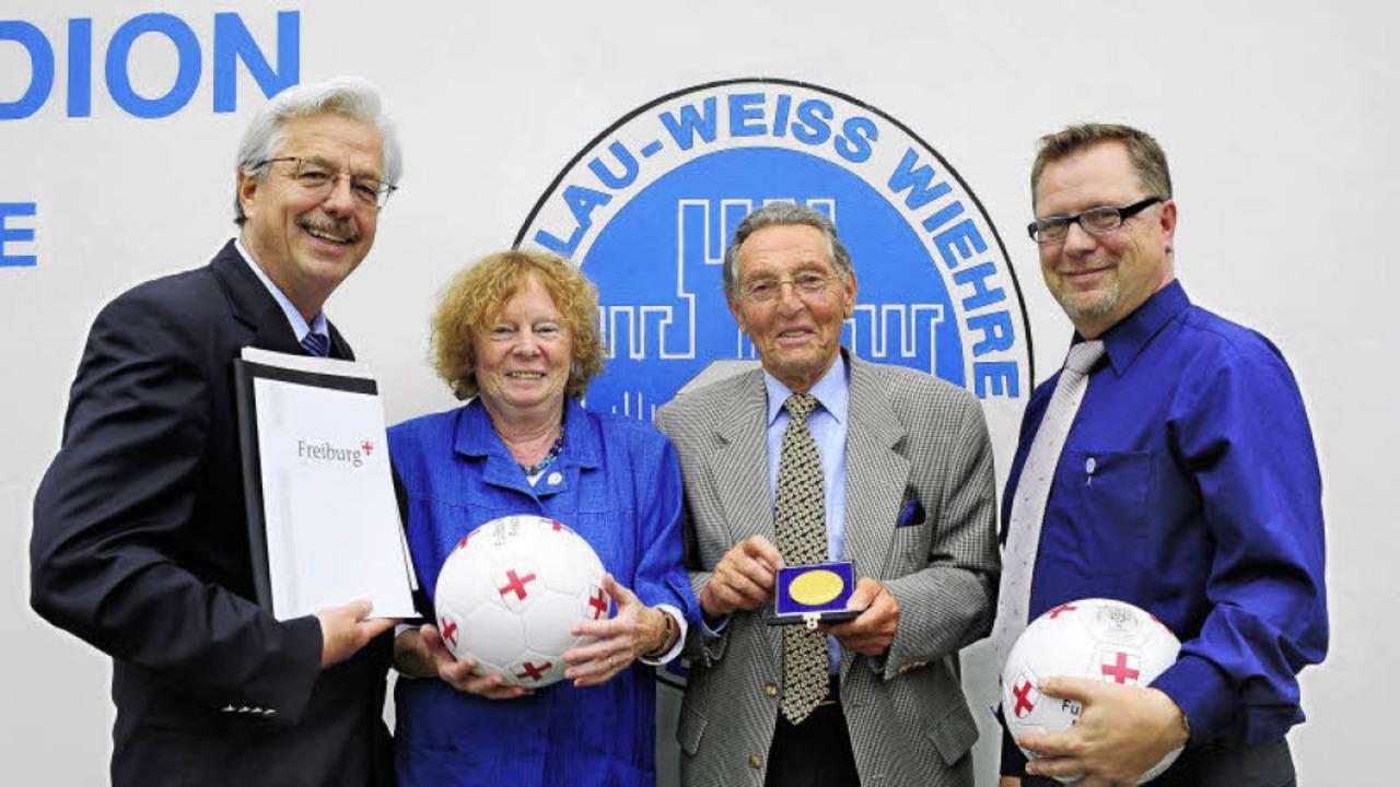 Beim  Festakt zum 100-jährigen Bestehe...SV Blau-Weiss, Uwe Pottberg (rechts).     Foto: Thomas Kunz