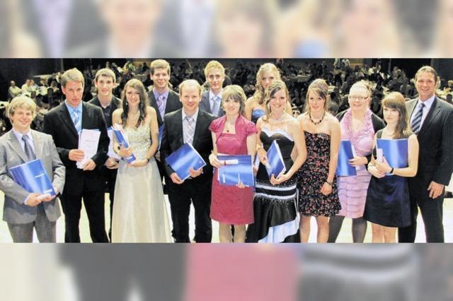 Gleich vier Absolventen holen sich den Schulpreis