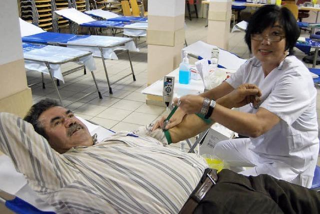 Blutspenden mit türkischen Spezialitäten und Tee