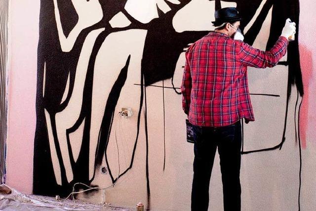 So malt Grafitti-Künstler Strumbel eine Kirche in Kehl aus