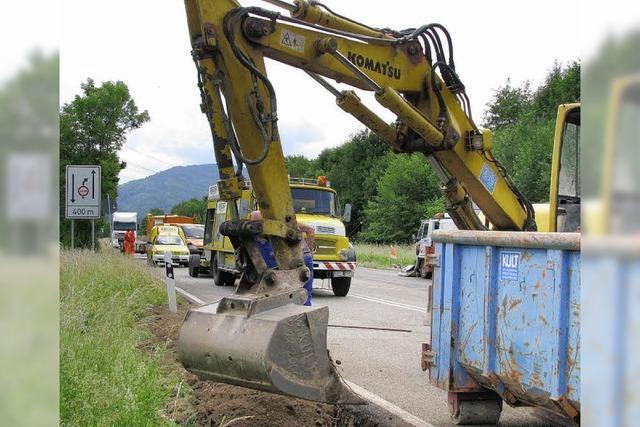 Defekter Dieseltank legt auf B 31 Berufsverkehr lahm
