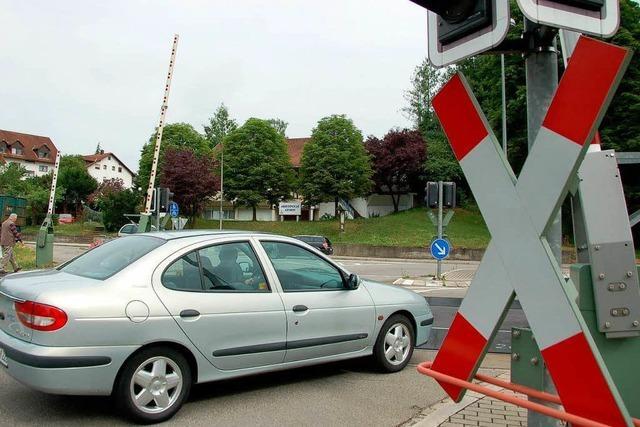 Ampel rot, Schranke offen – heikler Defekt am Bahnübergang
