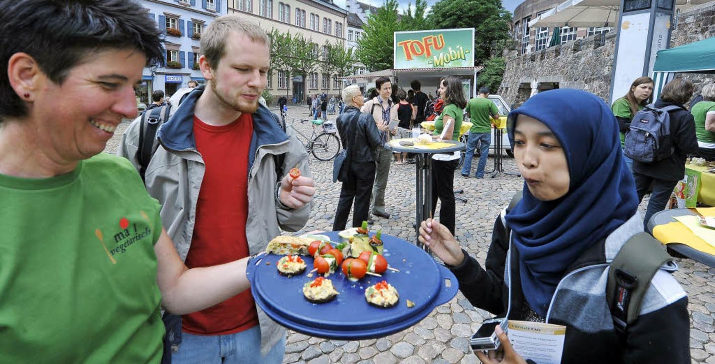 Grünen-Stadträtin Adelheid Hepp (links...die über vegetarisches Leben forscht.   | Foto: Michael Bamberger