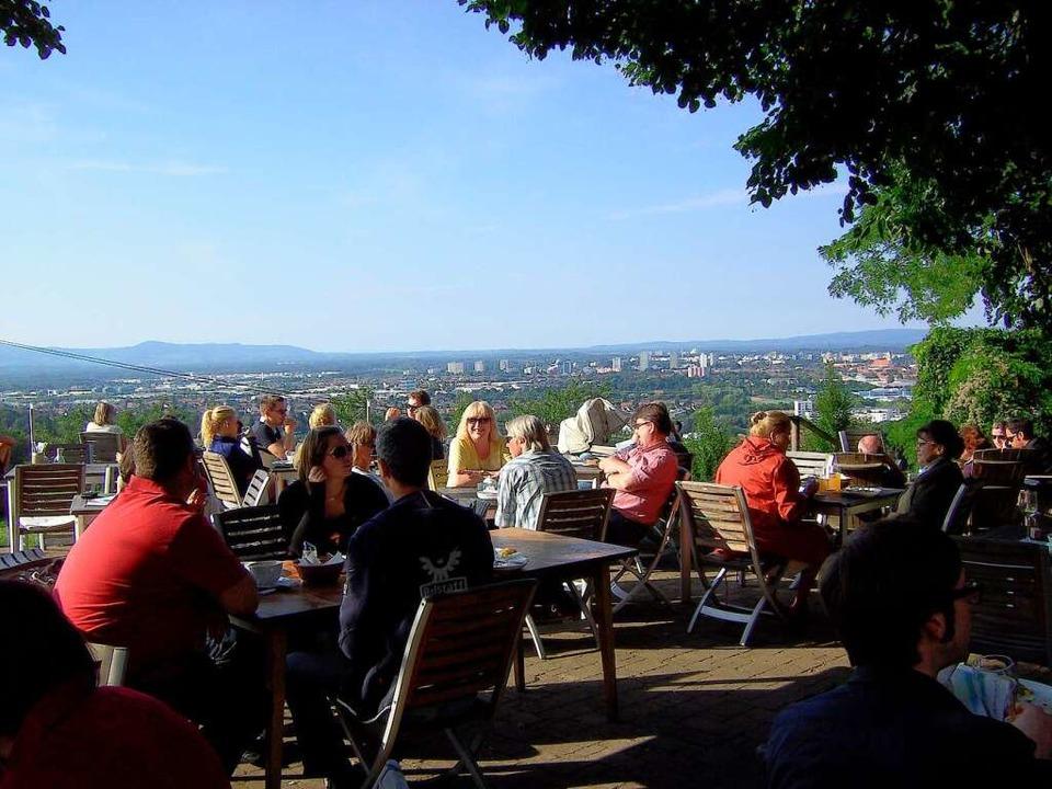Das Restaurant Jesuitenschloss am Fuße des Schönbergs oberhalb von Merzhausen  | Foto: Ines Fuchs