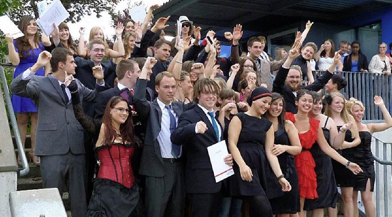 Freude über das bestandene Abitur   | Foto: Mathilde-Planck-Schule