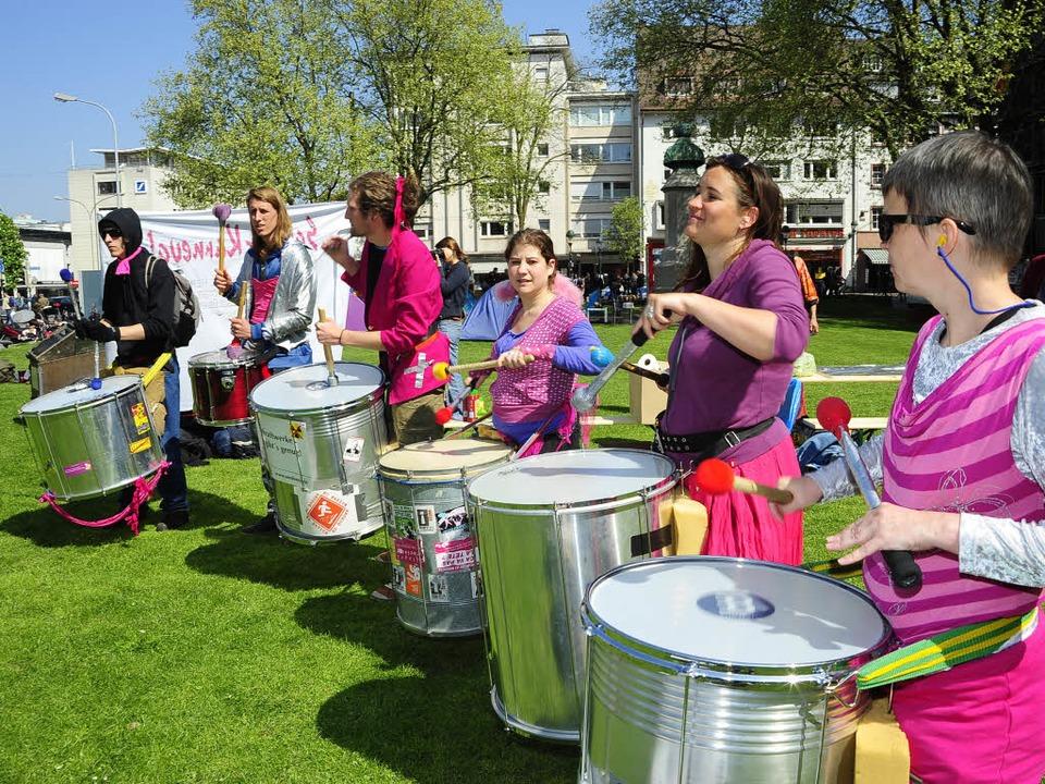 Rhythmischer Protest: Die Sambastas in Aktion.  | Foto: Thomas Kunz