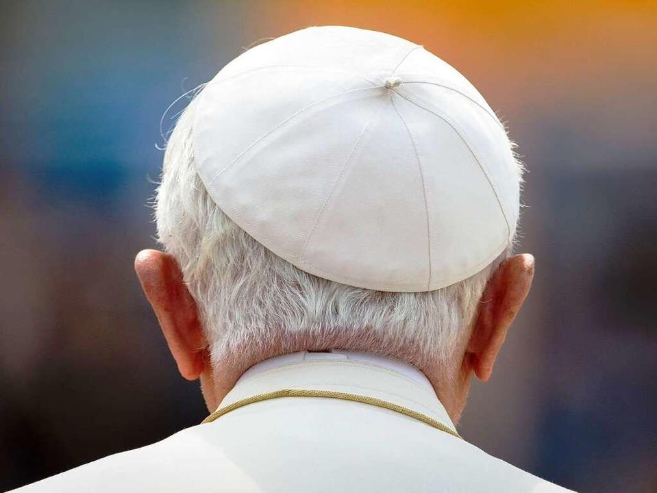 Nicht alle freuen sich auf de Besuch von Papst Benedikt XVI. in Freiburg.  | Foto: dpa