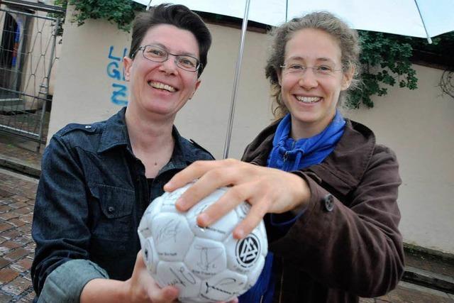 Frauen und Schwule werden im Fußball ausgegrenzt