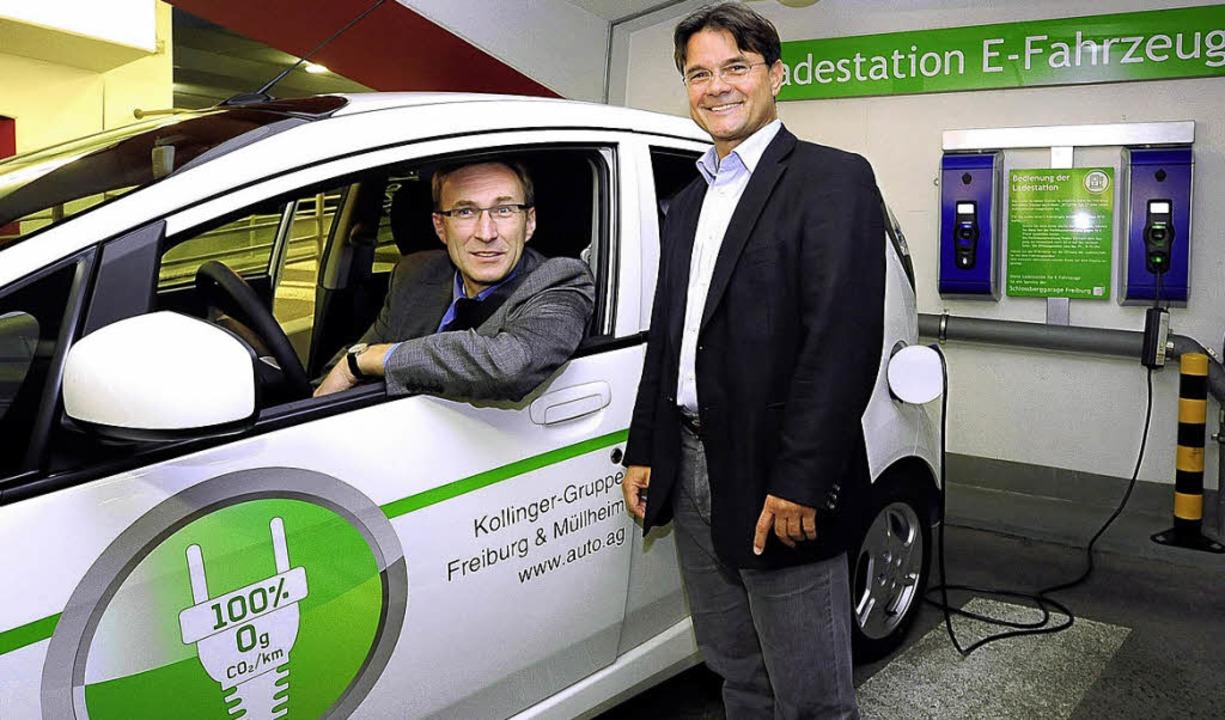 Baubürgermeister Martin Haag (im Fahrz...onen für Elektrofahrzeuge in Betrieb.   | Foto: Thomas Kunz