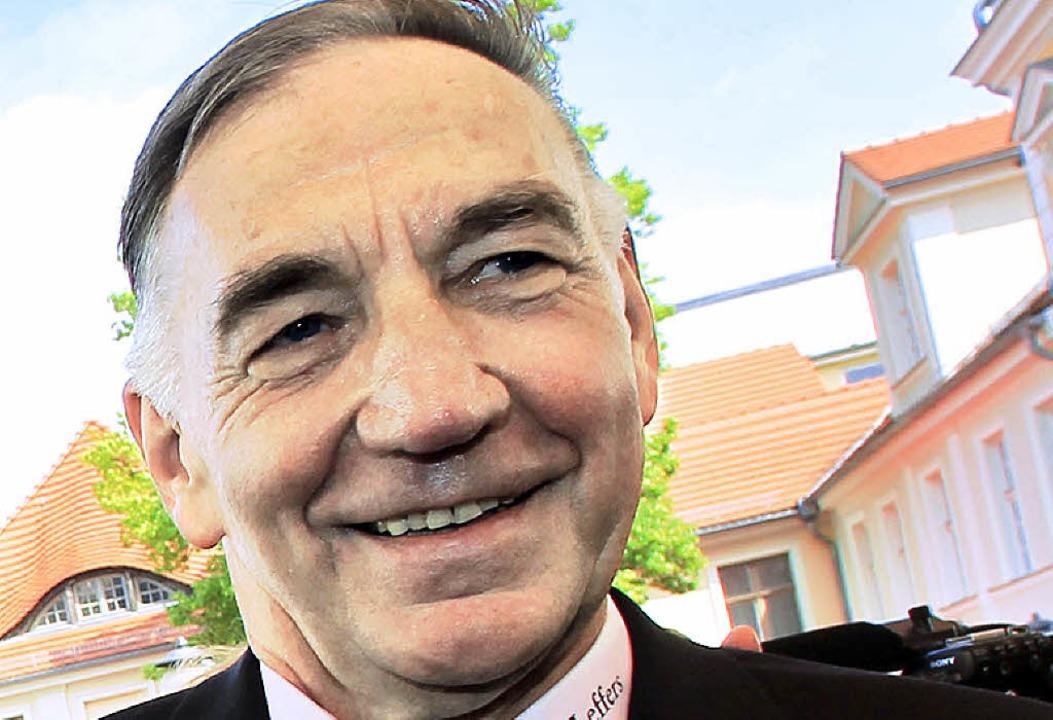 Bernd Schröder ist seit mehr als 40 Jahren Trainer von Turbine Potsdam.  | Foto: dpa