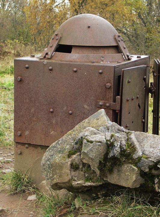 Stählerner Schützenstand aus dem Ersten Weltkrieg auf dem Hartmannsweilerkopf    Foto: Riexinger