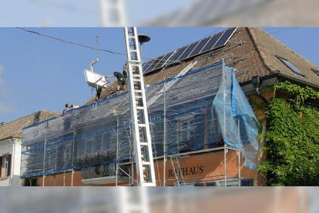 Solarzellen auf vier Dächern