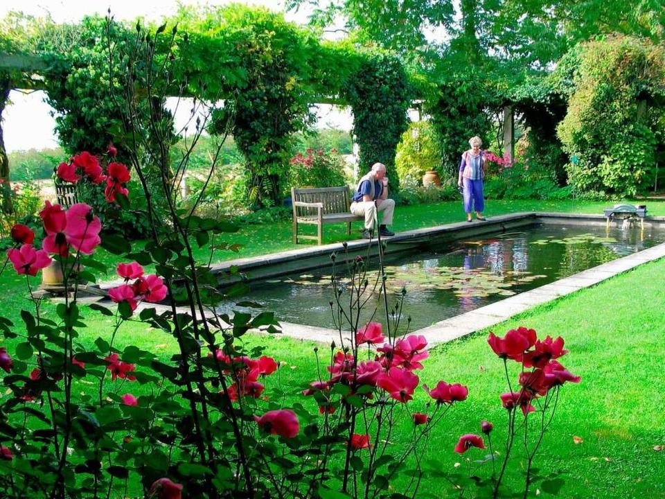 Bekannt für seinen englischen Garten: ... Ettenbühl bei Bad Bellingen-Hertingen  | Foto: Jutta Schütz