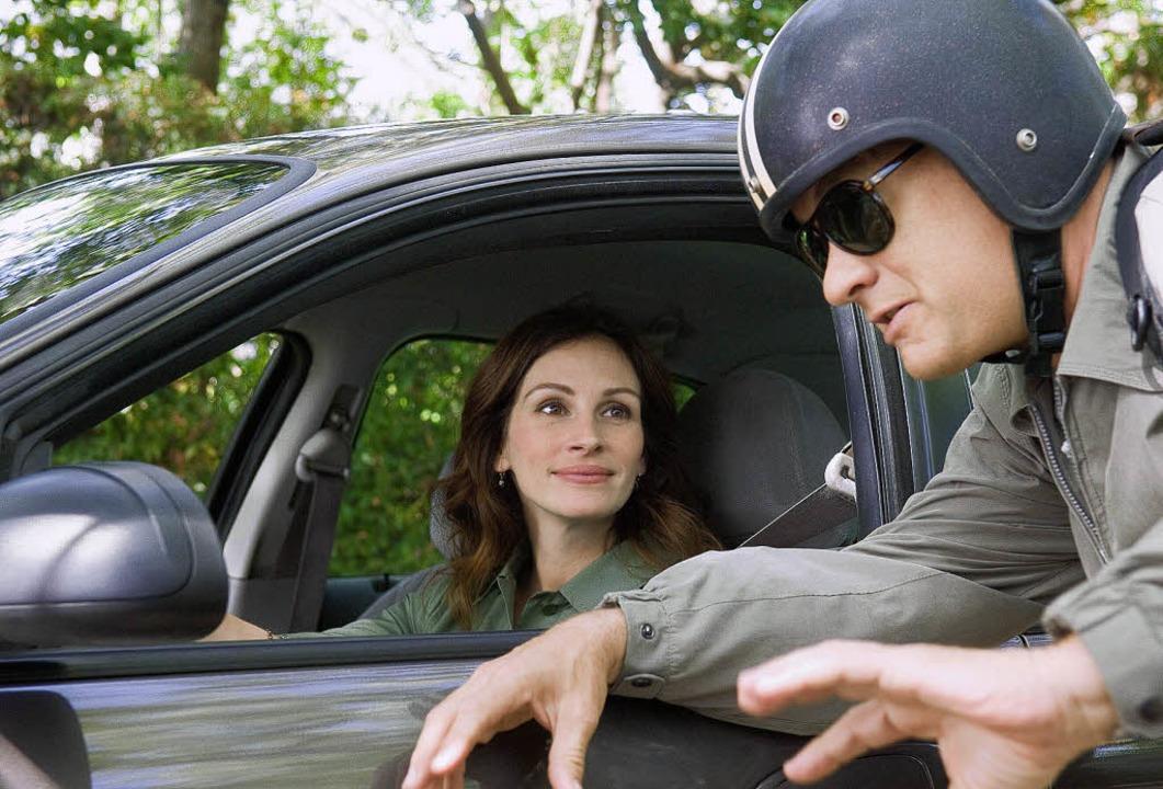Julia Roberts spielt die Lehrerin Merc...ks den gefeuerten Angestellten Larry.   | Foto: dapd