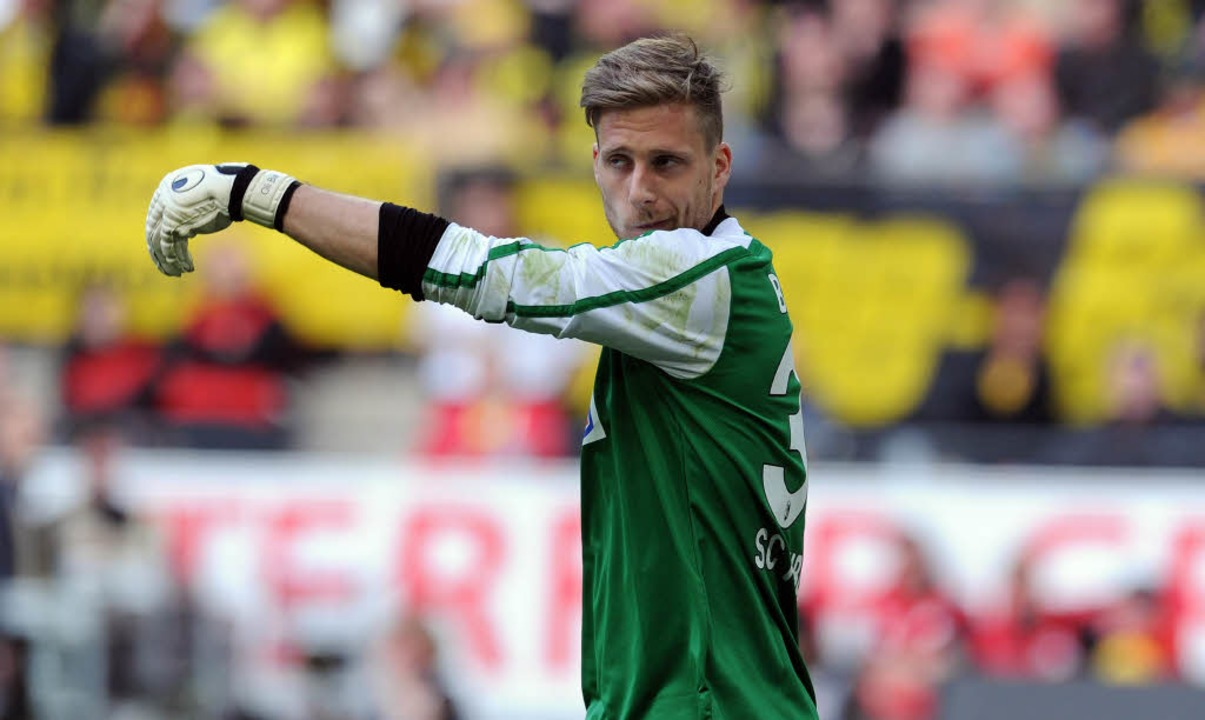 Oliver Baumann hat in der vergangenen ...ur Nummer 1 des SC Freiburg geschafft.  | Foto: AFP