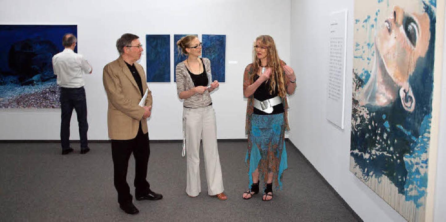 Jürgen Messmer, Kunsthallenleiterin Ve...r die Ausstellung gewählt worden ist.   | Foto: Michael Haberer