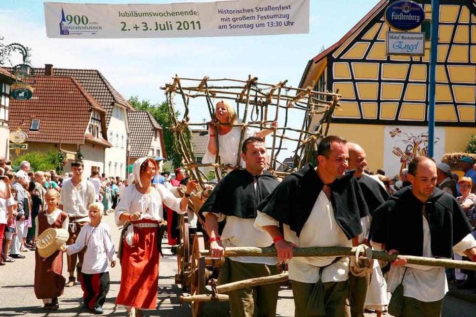 900 Jahre Dorfgeschichte Grafenhausen wurden beim Festumzug und in Themenhöfen dargestellt. (Foto: Sandra Decoux-Kone)