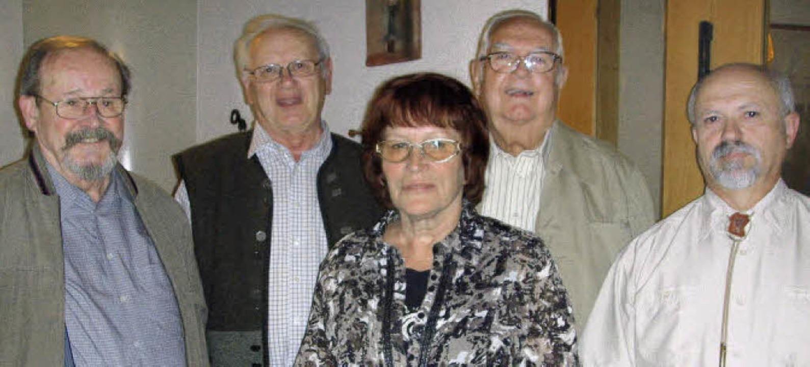 Der Vorsitzende Gustav Guist (rechts) ...Kupries-Dorner und Fritz Brunner ein.   | Foto: Christin Keller