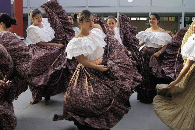 Volkstänze zu costaricanischer Musik