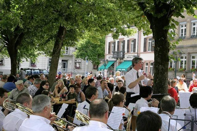 Stadtmusik strahlt mit der Sonne um die Wette