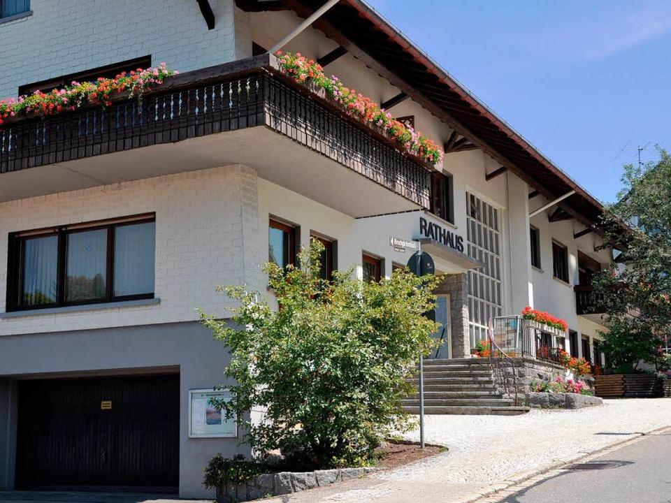 Das Rathaus von Rickenbach wird von ei...gs auf Bürgermeister Moosmann spielen.  | Foto: Katja Mielcarek