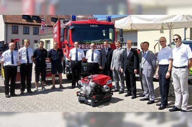 Pumpe und Auto für die Feuerwehr