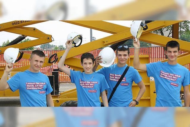 Handwerker zementieren die Brücke nach Padua
