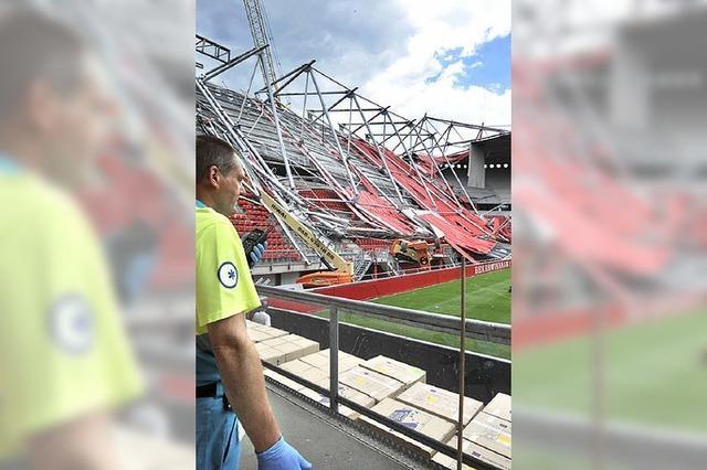 Stadiondach stürzt ein
