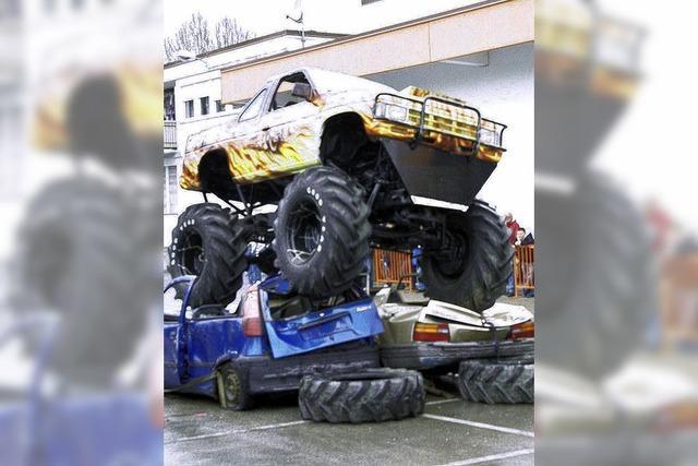 Monster-Truck-Show sucht noch alte Autos