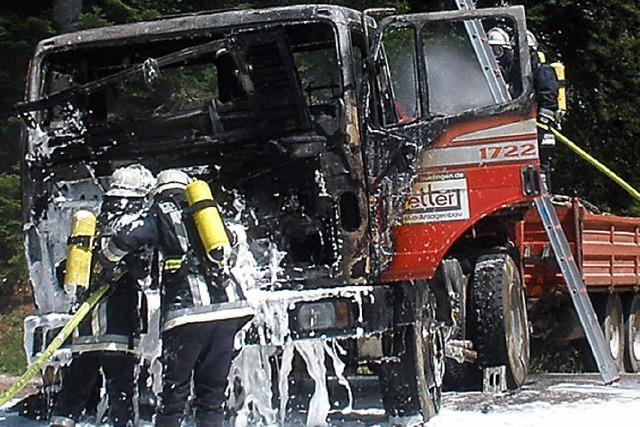 Führerhaus brennt völlig aus
