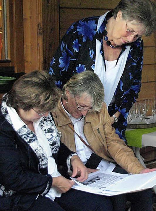 Den Rückblick auf die Vereinsgeschicht...uch in schriftlicher Form durchstöbern  | Foto: Karin Stöckl-Steinebrunner