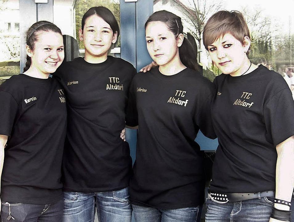 Das meisterliche Team (von links): Ker...r, Sabrina Beck, Jessica Ziegelhöfer.   | Foto:  Verein