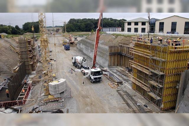 Die neue B-3-Brücke wächst