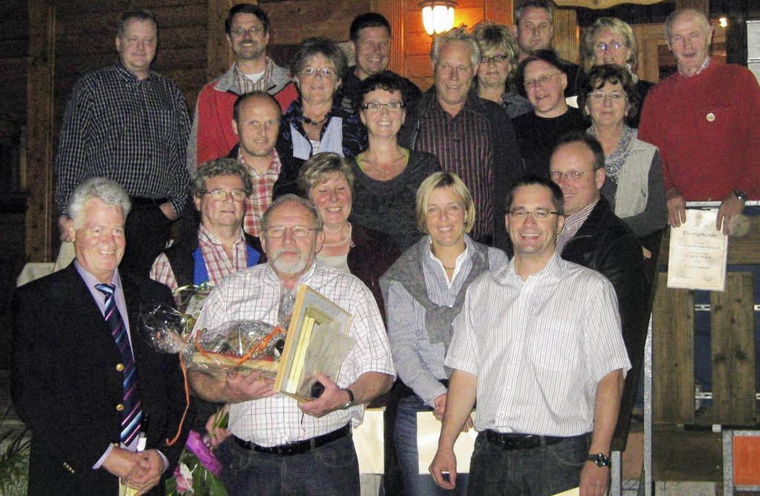 33 Mitglieder halten dem Verein seit s...war ununterbrochen im Vorstand aktiv.   | Foto: privat